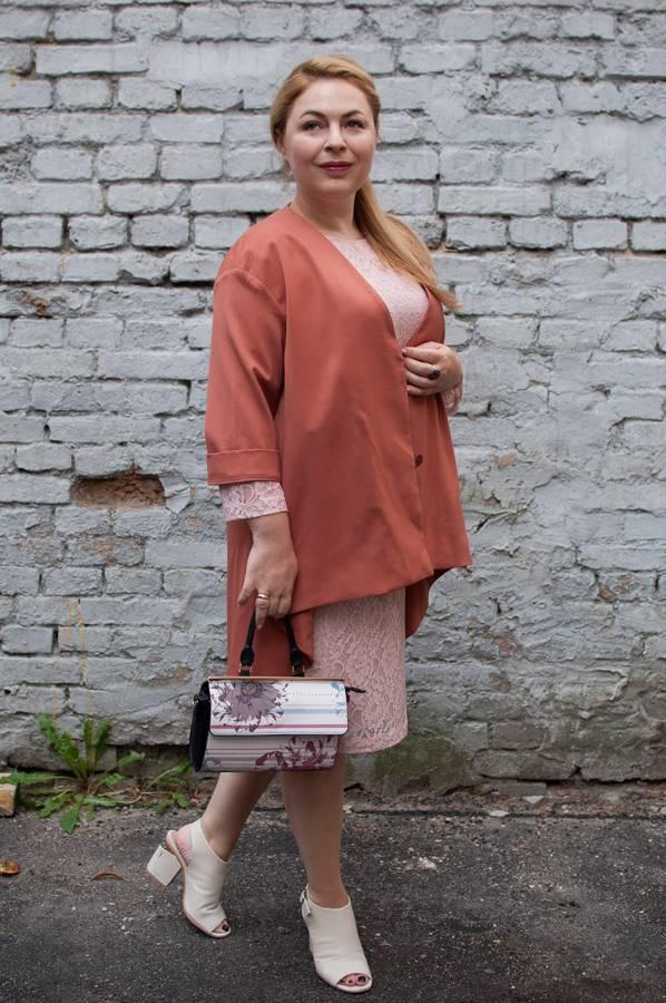 Кружевное платье, шерстяной жакет