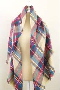 большой клетчатый шарф с чем носить