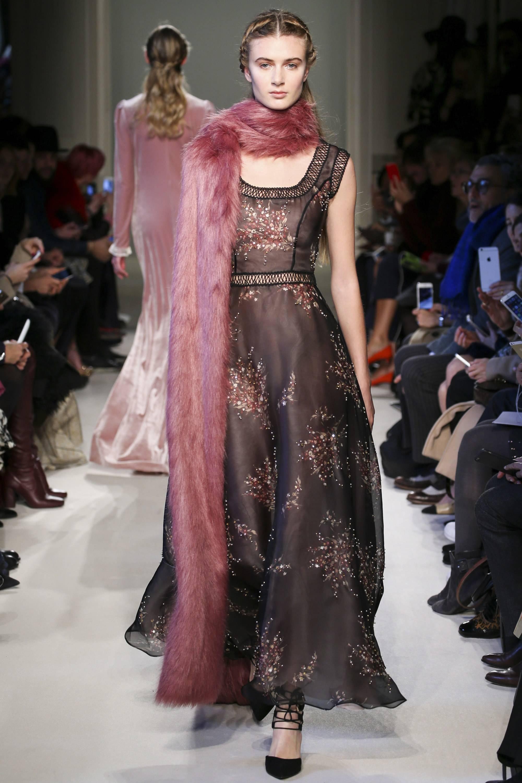 Модный розовый цвет Dusty Cedar