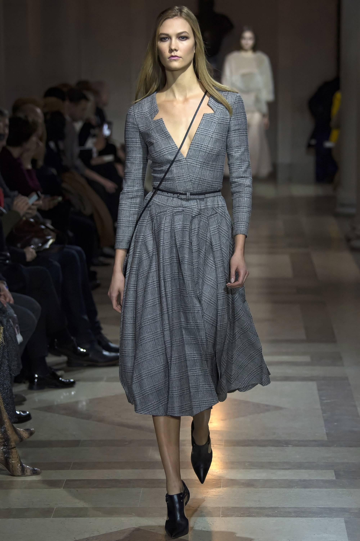 Платье из твида модного серого цвета модный серый цвет