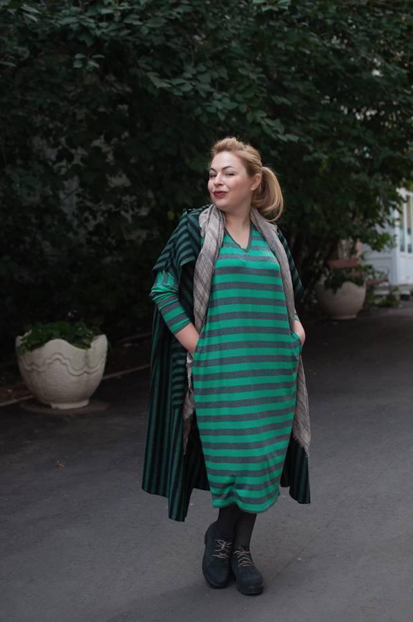 Модные жилеты, трикотажное платье в полоску