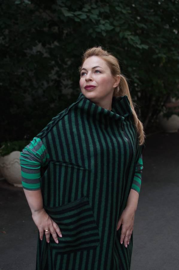 Модные жилеты и платье в полоску