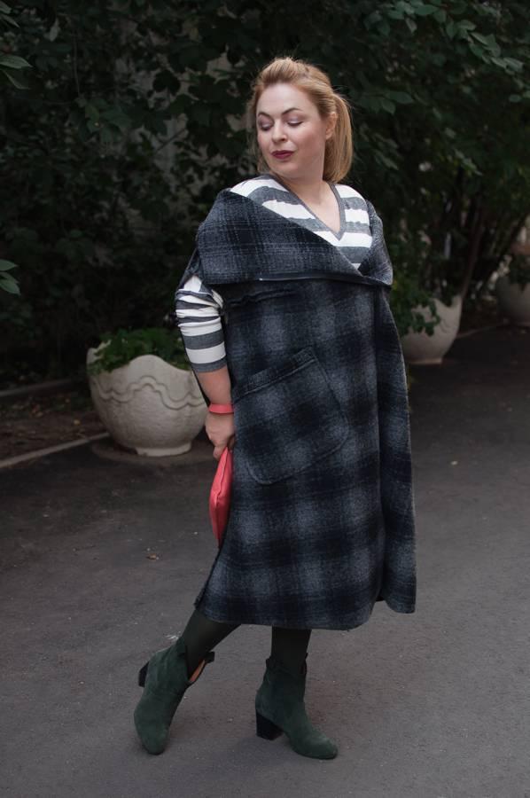 модные жилеты, пальто без рукавов, модное трикотажное платье в полоску