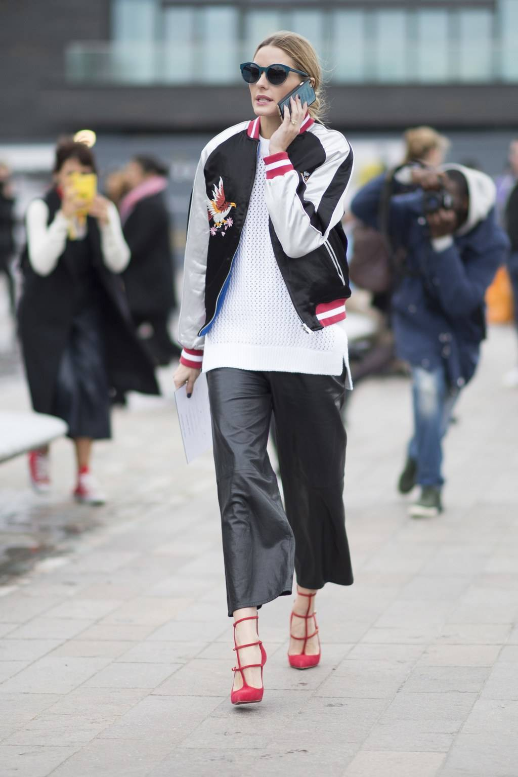 куртка бомбер женская фото оливия палермо кюлоты
