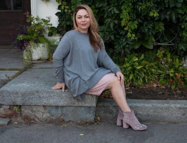 С чем носить платье-свитер серое розовое платье кружевное розовые бархатные ботинки