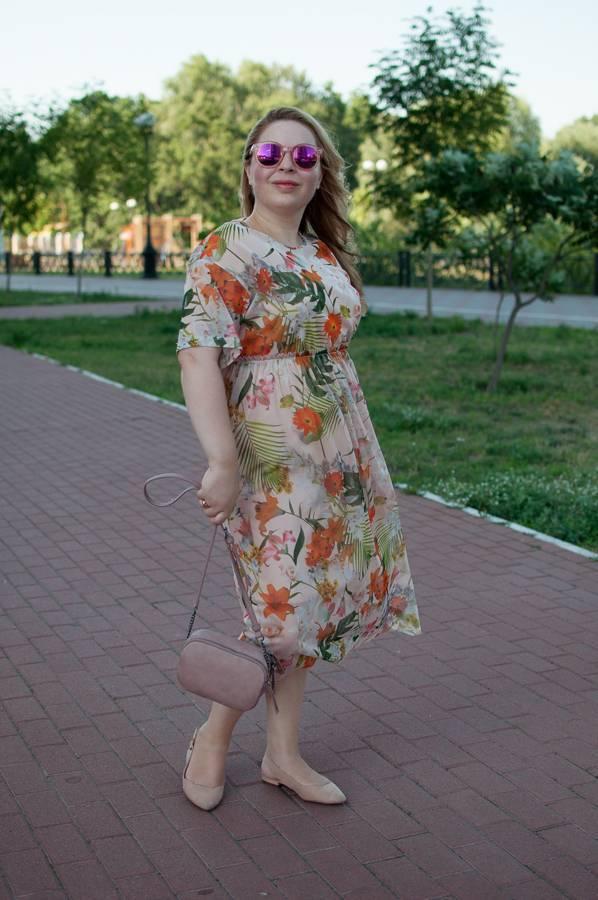 летнее платье прозрачное из сетки с чем как носить