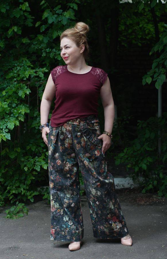 брюки-трубы, стиль 70-х, цветочный принт