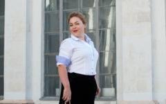 Кюлоты из бархата, белая рубашка