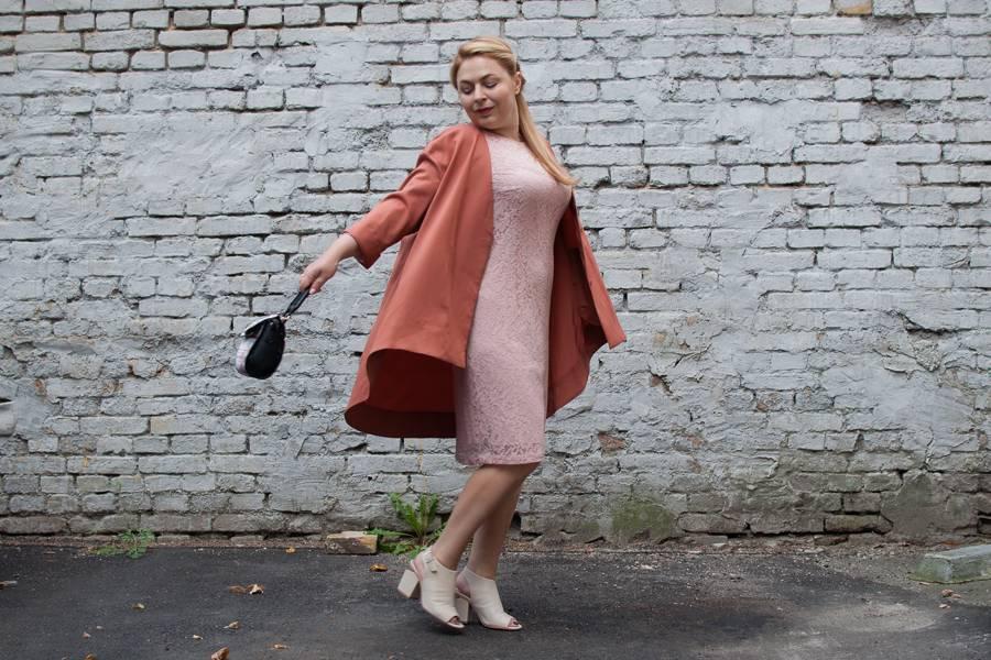 Кружевное платье и свободный жакет