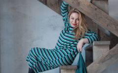 как выглядеть сексуально в 40 лет платье в полоску свободного кроя